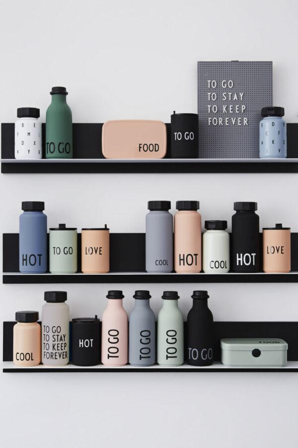 To go vandflaske fra Design Letters i grøn