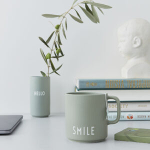 Favorit kop med hank fra Design Letters i grøn