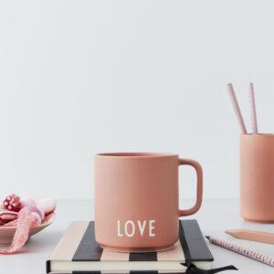 Favorit kop med hank fra Design Letters i lyserød