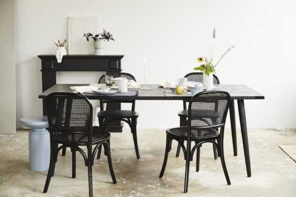 Firkantet HAU spisebord fra Nordal i sort