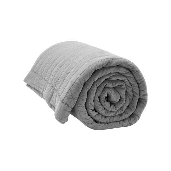 Magnhild vatteret sengetæppe fra by NORD i grå
