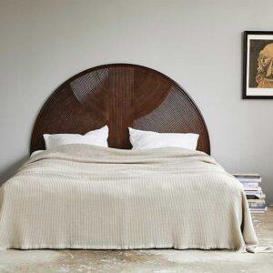 Nordal alpha sengetæppe i sand farvet bomuld
